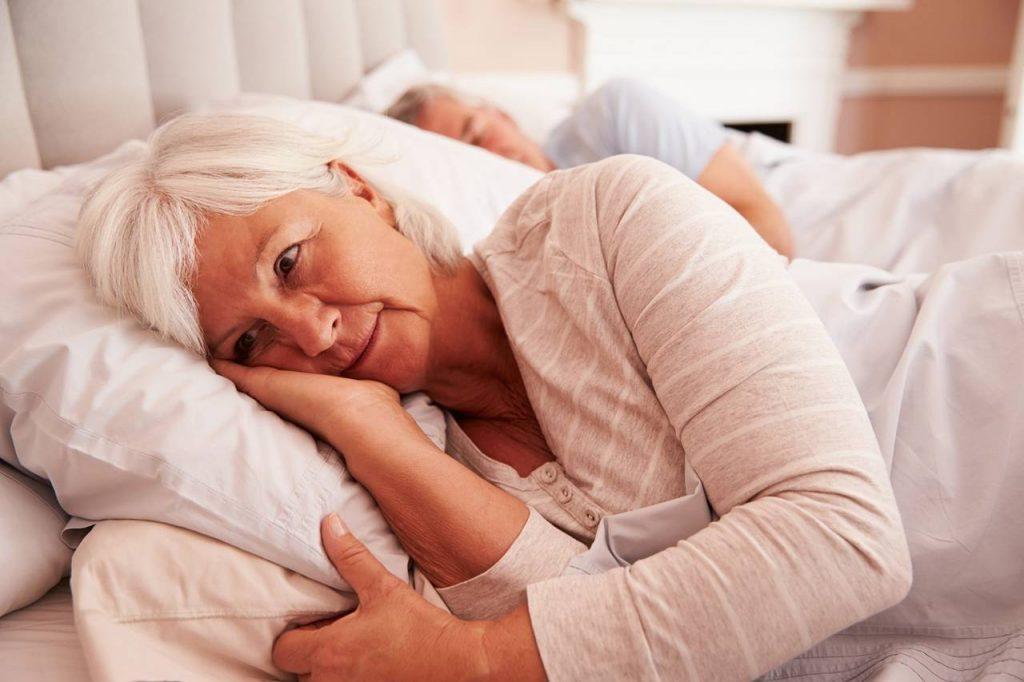 Sommeil des personnes âgées : 10 conseils pour mieux dormir
